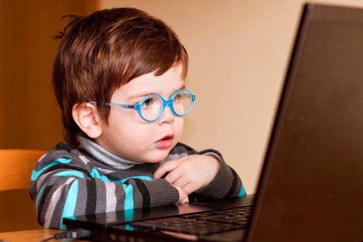 wpid-child-using-computer