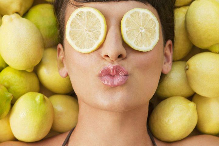лимон-в-масках-для-отбеливания-лица