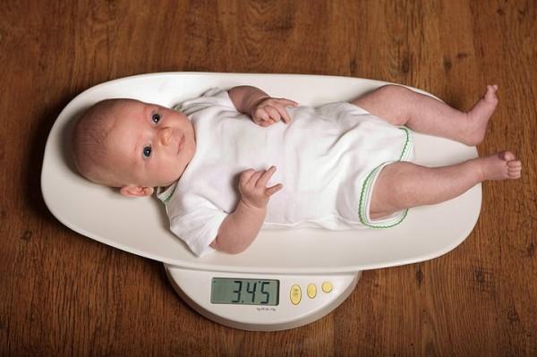 ребенок сколько весит