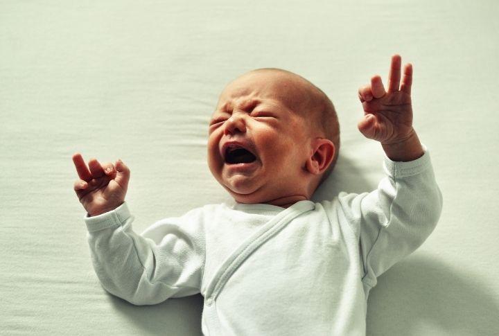 Ребенок 1 месяц плачет