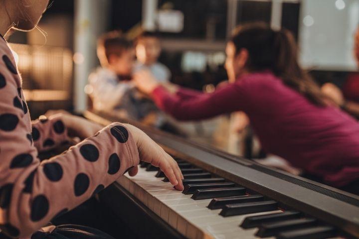 для чего ребенку музыка